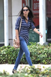 Adriana Lima takes an afternoon walk on Lincoln Rd, Miami BeachExclusive