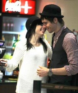 carly_airport05