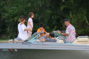 Spanish crooner Alejandro Sanz with wife Raquel Perera and kids Alma and Dylan enjoying a Sunday afternoon boat ride in Miami Beach
