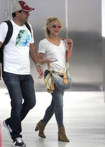 Shakira makes a quick stop in Miami before boarding private jet with unknown destination